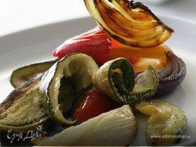 Салат из средиземноморских запеченных овощей