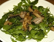 Салат из руколы с куриной печенкой