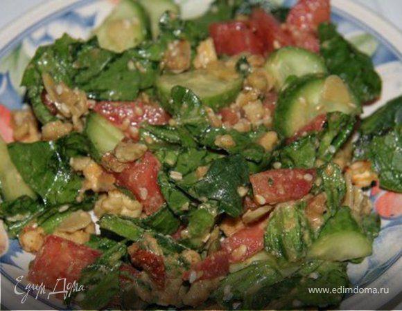 Салат с арахисовой заправкой