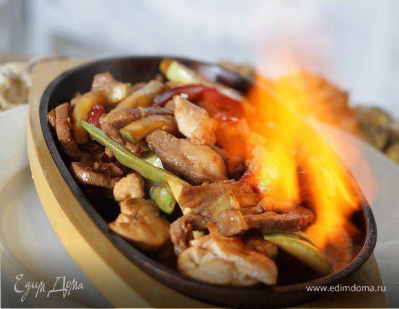 Огненное горячее из трех видов мяса