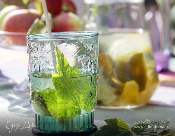Лимонад с листьями смородины и мяты