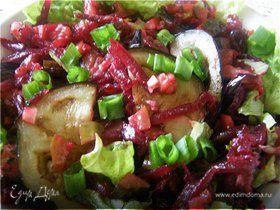 Салат свекольный с жареным баклажаном