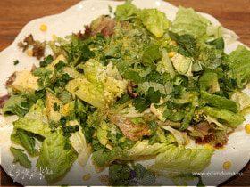 Салат со сладкой кукурузой и авокадо