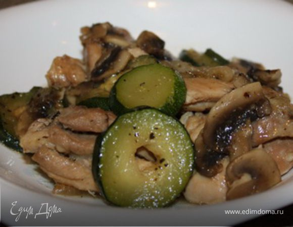 Курица с грибами и кабачком