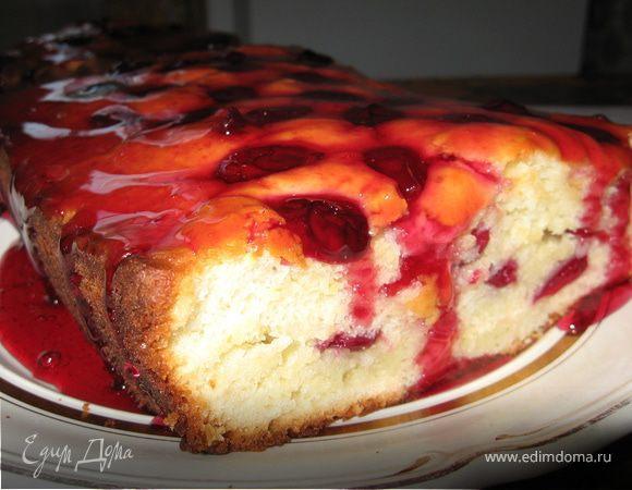 Творожный кекс с вишневым сиропом