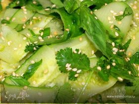 Японский огуречный салат с имбирем, кориандром ..