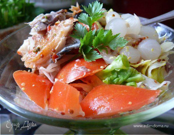 Пикантный салат с рыбой