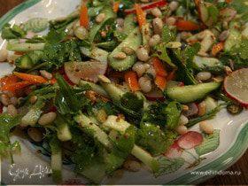 Салат из белой фасоли с морковью, огурцом и яблоком