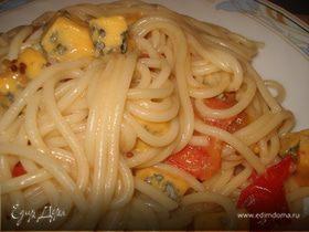 Спагетти с голубым сыром и черри