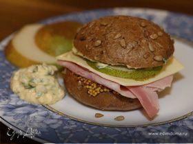 Бутерброд с ветчиной, сыром и грушей