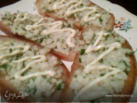 Бутерброд с сыром и чесноком