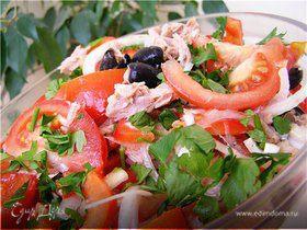 Салат с перцами, помидорами и тунцом