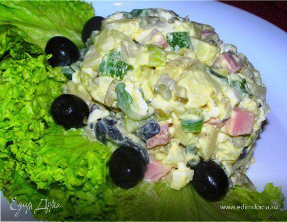 """Овощной салат с ветчиной и соусом """"Ремулад"""""""