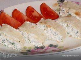 Закуска из творога с зеленью и чесноком в лаваше