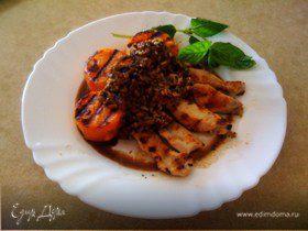 Куриное филе под кедровым соусом