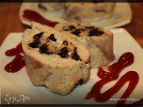 Куриный рулет с мёдом,черносливом и лесными орешка