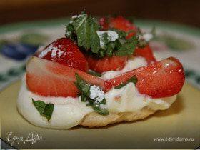 Пирожные с клубникой, маскарпоне и мятой