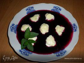 Творожные ньокки в соусе из черной смородины