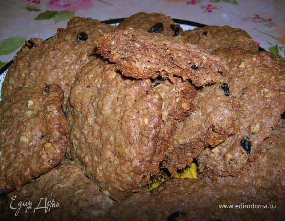 Шоколадное печенье с овсяными хлопьями и изюмом