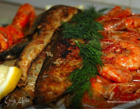 Рыбная тарелка по-средиземноморски.
