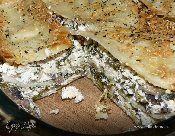 Греческая выпечка с сыром, шпинатом и грибами