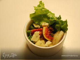 Салат с грушей и рокфором
