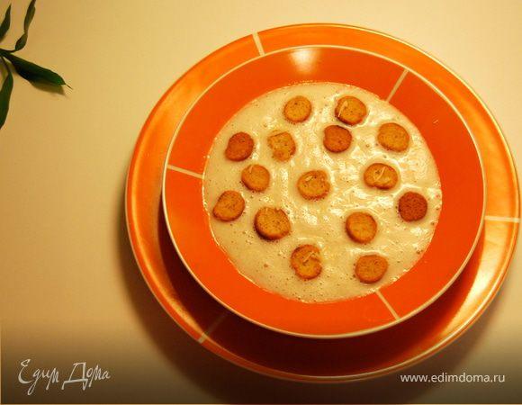 Нежный луковый суп с крутонами и тертым сыром