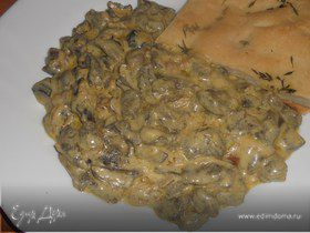 Лесные грибы со сметаной и тимьяном