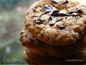 Овсяно-шоколадное печенье с соленым арахисом