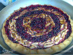 Яблочно-брусничный пирог с корицей