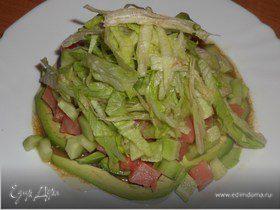 Овощной салат с авокадо и семгой