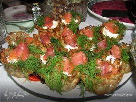 Картофельные корзиночки с творожным сыром и семгой