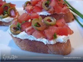 Кростини со сливочным сыром и помидорами