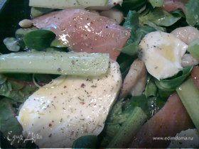 Салатный микс с семгой и креветками