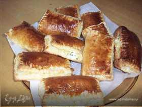 Пирожки слоеные с творожно-сырной начинкой