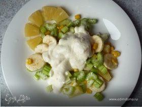 Салат витаминный с сельдерем и ананасом