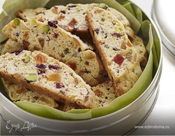 Бисквит с орехами и фруктами