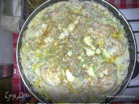 Курочка в сливочном соусе с шампиньонами и болгарскими перчиками