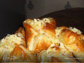 Сырные слойки