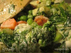 Весенние овощи с пряными травами и сливочным соусом
