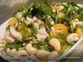 Куриный салат с кумкватами и кешью