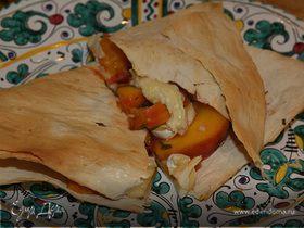 Лаваш с сыром, персиками и шнитт-луком
