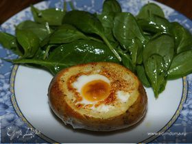Яйца, запеченные в картофеле, с гарниром из шпината