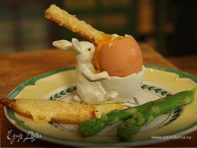 Яйца с весенней спаржей и сухариками