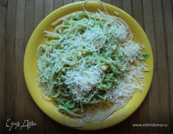Спагетти с песто из листьев редиски