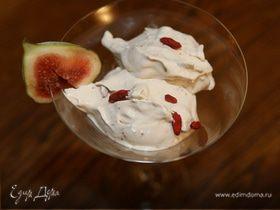 Мороженое с инжиром и ягодами годжи