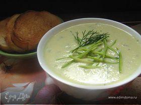 Суп-пюре из молодых кабачков со свежим огурчиком и луком-пореем