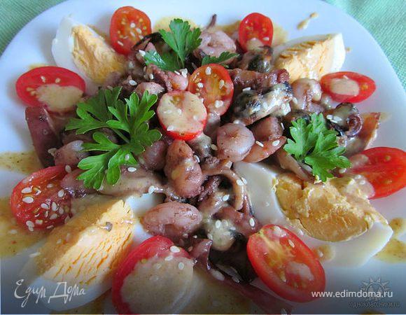 салат из морского коктейля с яйцом