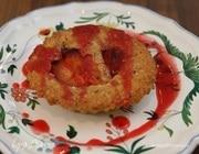 Миндальные тарталетки со сливовым соусом