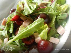 Летний салат с черешней